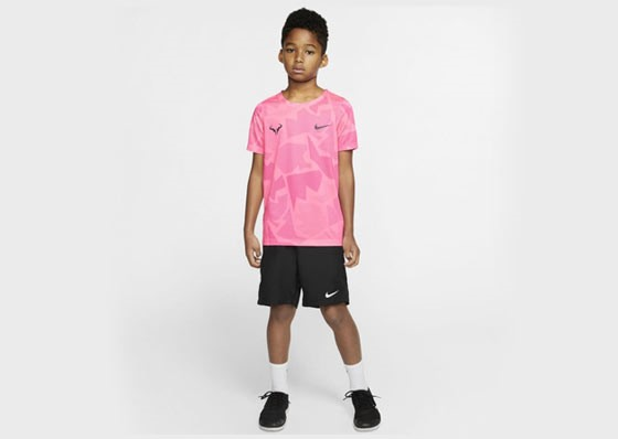 Junior model with shorts, t-shirt, cap and Nike shoes